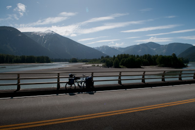 With 1500kms road kilometres to ride, it was off with the knobblies and on with the slicks. I was planning on averaging 120kms a day or so, but ended up riding up to 150kms to give me time to ease off for the fabled Icefields Parkway - between the national parks of Jasper and Banff. I generally try not to rush, but winter is encroaching and snow threatens on the Great Divide Mountain Bike Ride, which is the next phase of the journey south.