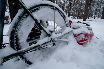 We almost needed a shovel to dig out the bikes. All this time, the Rohloff hubs never skipped a beat. My V brakes froze, clogging up the wheels with snow, and Robert's mudguards wedged the bike to a standstill too. Chris's derailleurs had long gone...