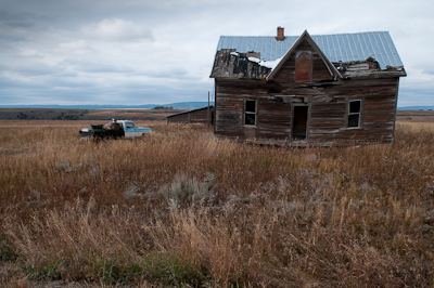 Another dilapidated Idahoan farmhouse.