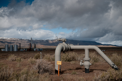 Down on the valley floor, passed the cattle ranches, it seems gas and oil are big business. Pipes protrude out of the earth like giant worms and steel cylinders glinted in the sun.