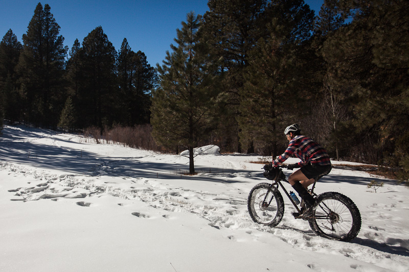 We considered heading north towards Borrego, but for the most part, the snow was too thick and powdery for even for fat tyres. So instead, we turned south and rode the Windsor Trail down to Tesuque.